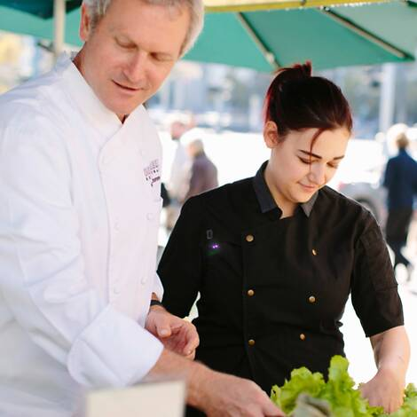 Mark Dommen and Megan Austin '16 look through produce at an outdoor stand
