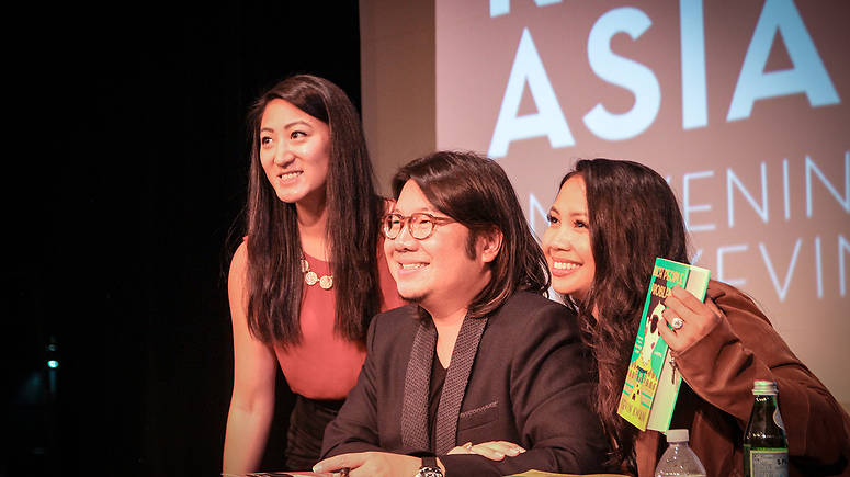 Kwan signs books with USF students